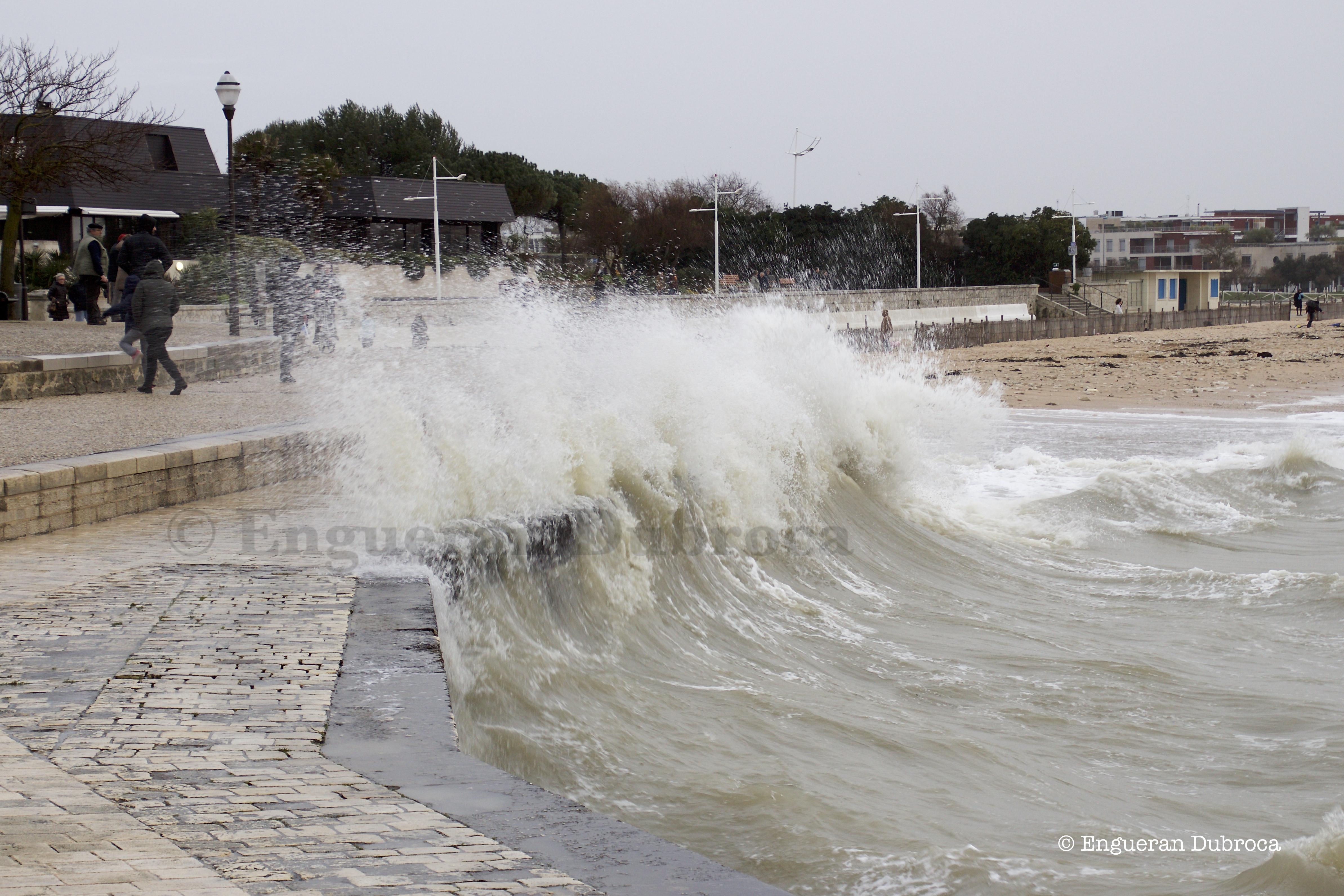 Vagues Submersion et vents violents en littoral Atlantique